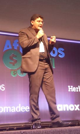 Luciano Farias no auditório principal do Afiliados Brasil